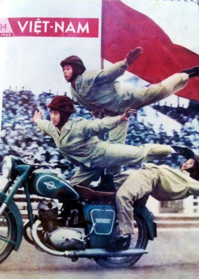 """Câu lạc bộ mô tô Hà Nội thời đó, được thành lập cùng các câu lạc bộ thể thao khác vào năm 1962, như tàu lượn, bắn súng, nhảy dù…nhằm lôi cuốn các tầng lớp tham gia vào hoạt động vui chơi lành mạnh, rèn luyện nâng cao sức khỏe, với khẩu hiệu """"Khỏe để xây dựng và bảo vệ tổ quốc""""."""