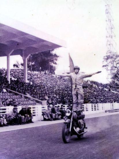 Sau thời gian khổ luyện đằng đằng, đoàn đã đưa những màn biểu diễn của mình phục vụ tại sân vận động Hàng Đẫy, Hà Nội…