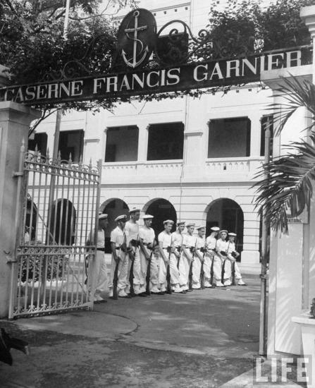 Một nhóm lính Pháp tại căn cứ hải quân ở Sài Gòn.