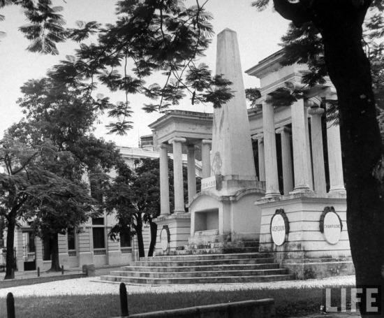 Đài tưởng niệm quân Pháp chết trận tại Đông Dương trong Chiến tranh thế giới II ở Hải Phòng.