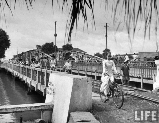 Cầu quay Khánh Hội, Sài Gòn.