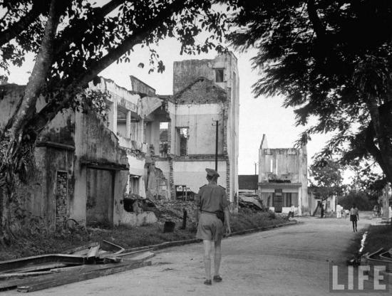 Những ngôi nhà bị phá hủy do giao tranh vũ trang.