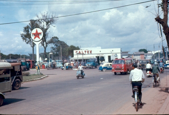Trạm xăng Caltex ở góc đường Võ Tánh.