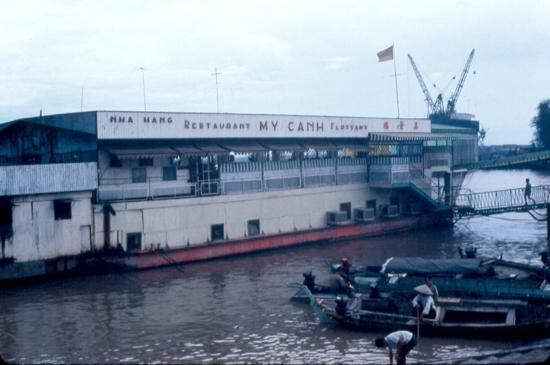 Nhà hàng nổi Mỹ Cảnh trên sông Sài Gòn.