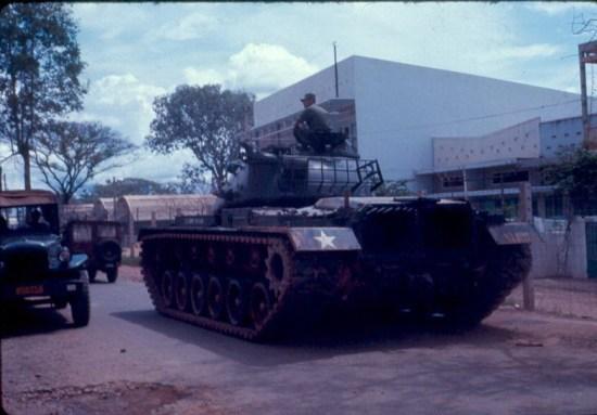 Xe tăng Mỹ tuần tra ở Sài Gòn.