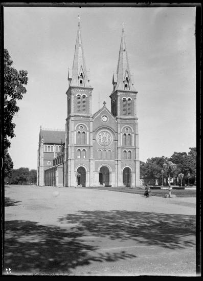 Nhà thờ Đức Bà ở Sài Gòn năm 1895.