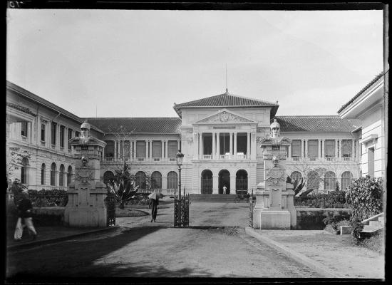 Tòa nhà pháp đình ở Sài Gòn năm 1896 (nay là Tòa án Nhân dân TP HCM).