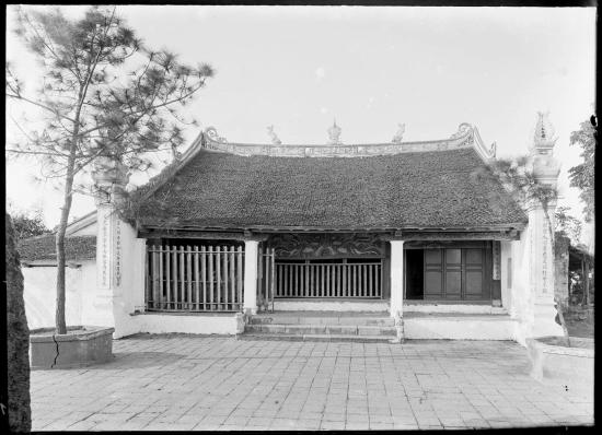 Ngôi đền phía Bắc trong quần thể đền Ngọc Sơn là nơi thờ danh tướng Trần Hưng Đạo, 1896.