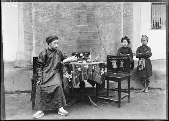 Ông Vi Văn Định cũng là bố vợ của hai người nổi tiếng, đó là Bộ trưởng Giáo dục Nguyễn Văn Huyên và GS Hồ Đắc Di - Hiệu trưởng trường ĐH Y Hà Nội.