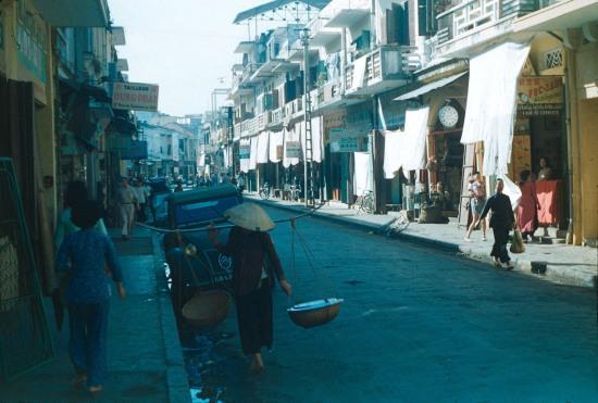Phố Commerce (Thương Mại) ở Hải Phòng năm 1954, nay là phố Lý Thường Kiệt.