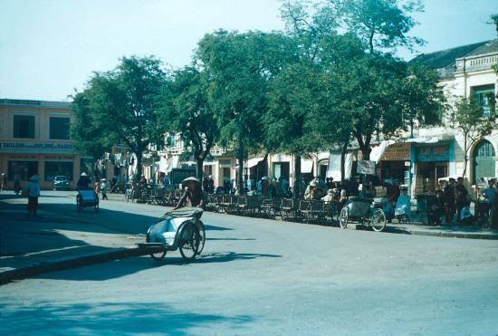 Bến xe ba gác ở trung tâm Hải Phòng.