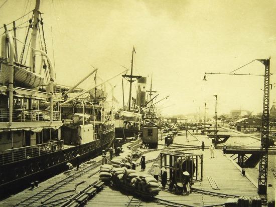Những con tàu lớn cập cảng Hải Phòng.