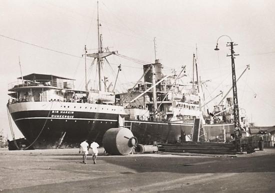 Chiến hạm Dunkerque của Pháp trên cảng Hải Phòng thập niên 1930.