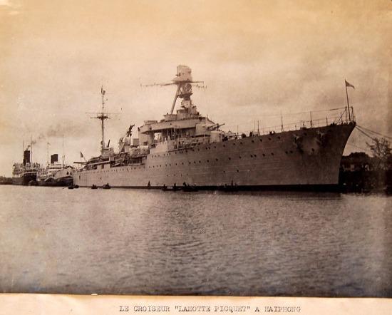 Tuần dương hạm La Motte Picquet ở cảng Hải Phòng.