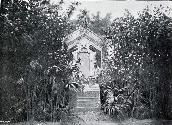 Bia kỷ niệm Henri Riviere gần nơi viên sĩ quan Pháp này bị giết ở Cầu Giấy, Hà Nội.