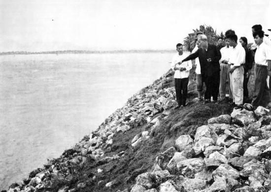 Hồ Chủ tịch thăm kè Cố Đô, tình Hà Tây (1958).