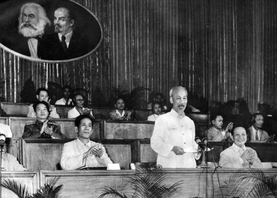 """Ngày 5/9/1960, Đảng lao Động Việt Nam họp Đại hội đại biểu toàn quốc lần thứ 3. Trong diễn văn kha mạc, Người nêu rõ: """"Đại hội lần thứ hai là đại hội kháng chiến. Đại hội lần này là đại hội xây dựng chủ nghĩa xã hội ở miền Bắc và đấu tranh hoà bình thống nhất nước nhà""""."""