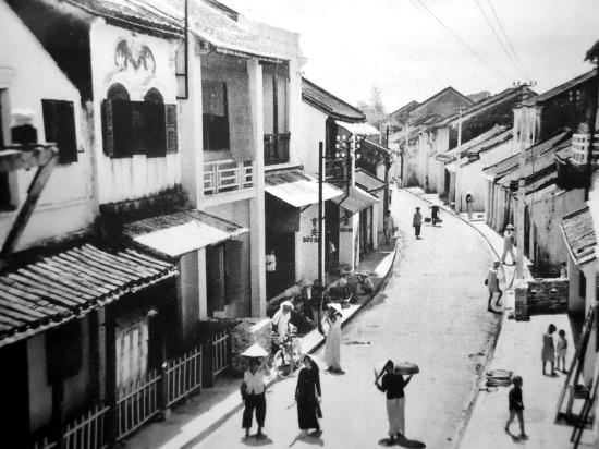 Đường Pont Japonais (cầu Nhật Bản), ngày nay là đường Trần Phú.