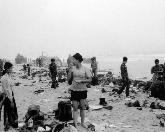 Đà Nẵng, thành phố lớn thứ 2 ở miền Nam Việt Nam thất thủ ngày 29/3. Trước đó ít ngày, sự hỗn loạn đã xảy ra ở nơi đây khi binh lính VNCH tìm cách tháo chạy.