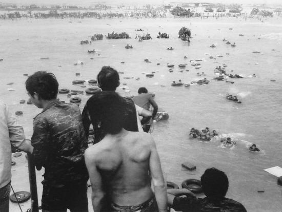 Quân lực VNCH đã để lại rất nhiều loại vũ khí hạng nặng trước khi đào thoát từ bờ biển.