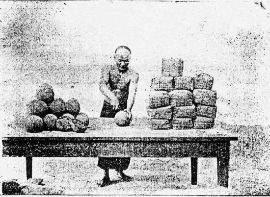 Thuốc phiện thành phẩm được đóng thành những bánh tròn trước khi đem đi đóng gói