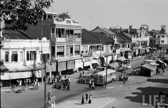 Vào thập niên 1940, dân số Chợ Lớn vào khoảng 200.000 người, đông hơn Hà Nội và chỉ sau Sài Gòn