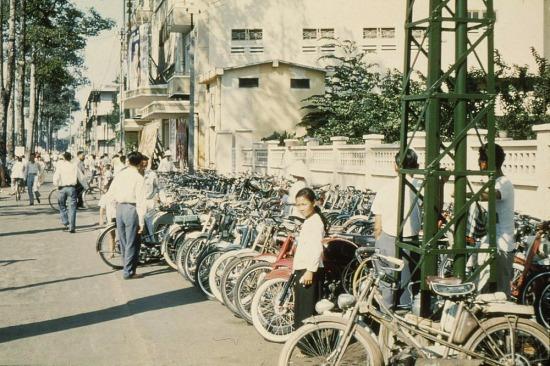 Bãi để xe của rạp chiếu phim Đại Nam trên đường Trần Hưng Đạo.