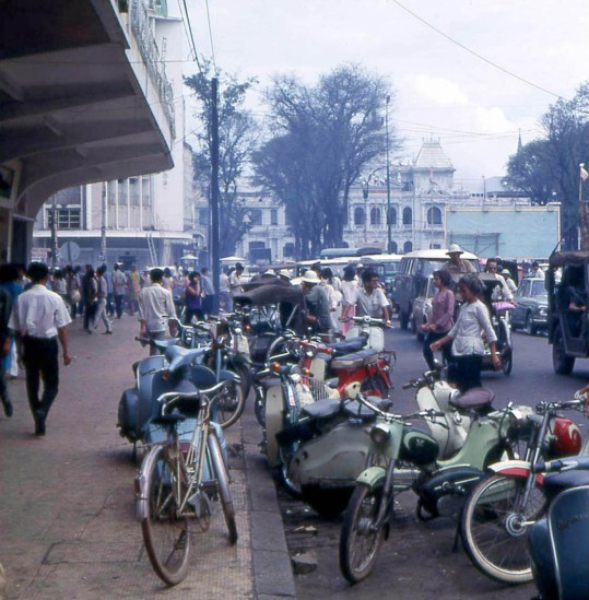 Đại lộ Nguyễn Huệ với Tòa đô chính ở cuối đường.