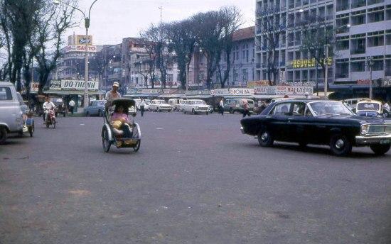 Một góc nhìn khác về đại lộ Nguyễn Huệ.