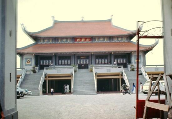 Chính điện chùa Vĩnh Nghiêm.
