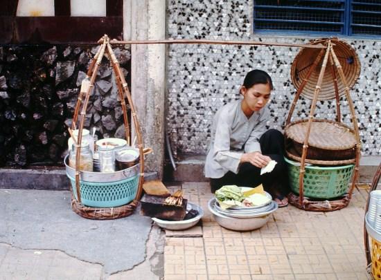 Gánh quà rong Sài Gòn.