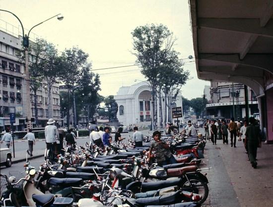 Đại lộ Lê Lợi và trụ sở Hạ nghị viện (Nhá hát lớn).