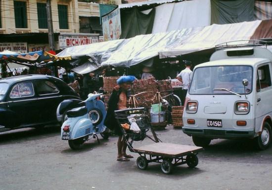 Đường Phan Châu Trinh, góc trái chợ Bến Thành.