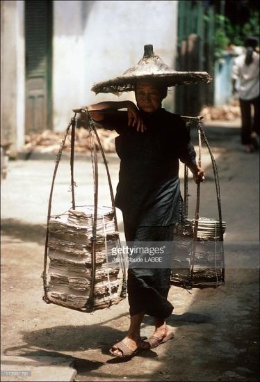 Bà cụ người Hoa ở khu Chợ Lớn.