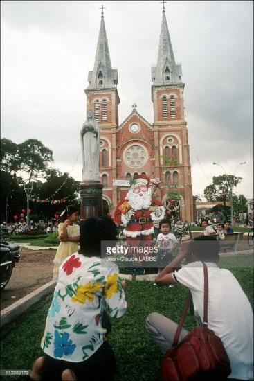 Nhà thờ Đức Bà dịp Giáng sinh 1991.