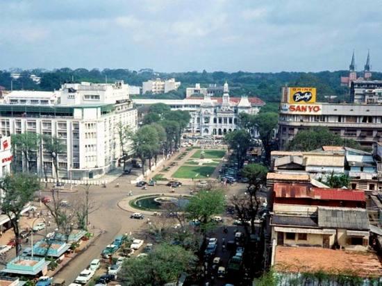 Đại lộ Nguyễn Huệ nhìn từ trên cao.