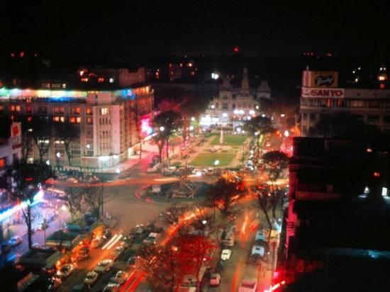 Khung cảnh đại lộ Nguyễn Huệ vào buổi tối.