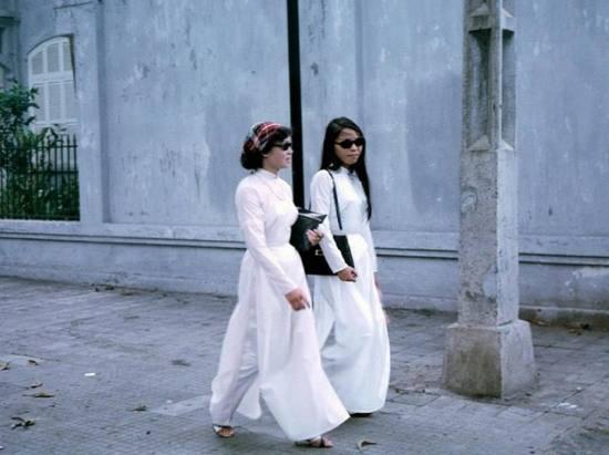 Nữ sinh áo dài Sài Gòn.