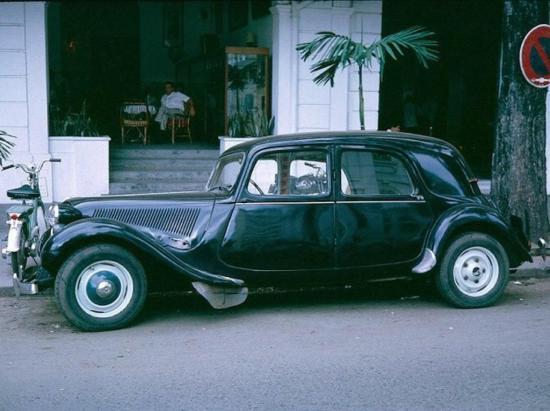 Những chiếc Citroen quý phái xuất hiện khá nhiều trên đường phố Sài Gòn.