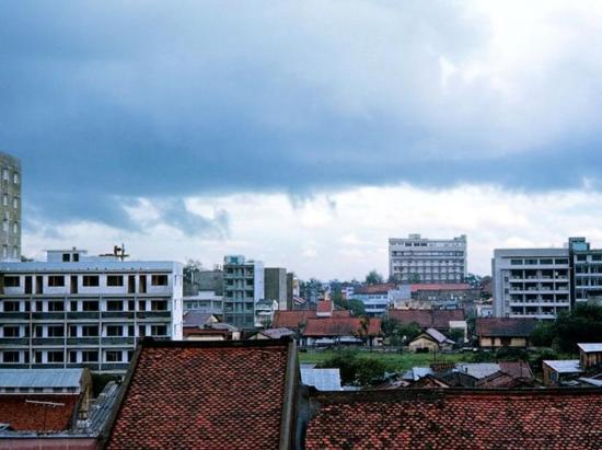 Ga Sài Gòn nhìn từ khách sạn trên đường Võ Tánh.