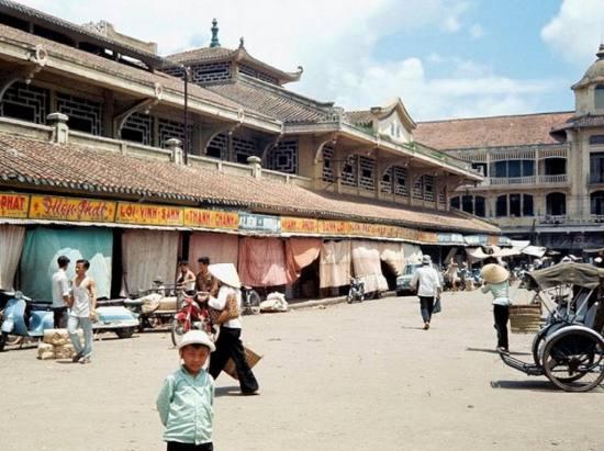 Khu chợ chính tại Chợ Lớn, nơi tập trung đa số người Hoa.