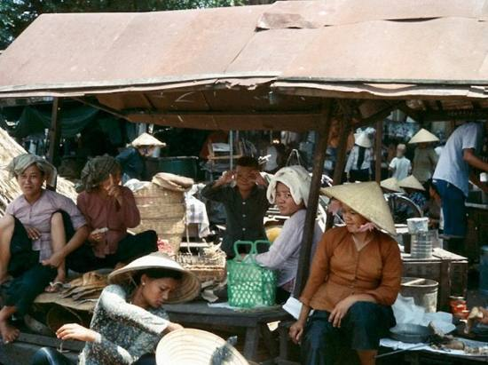 Cảnh chợ búa ở Sài Gòn.