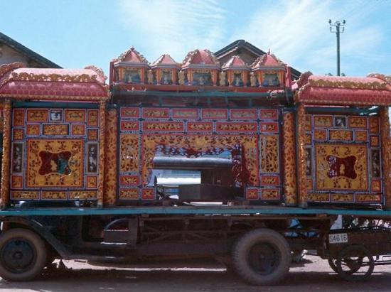 Một chiếc xe tang ở Chợ Lớn.