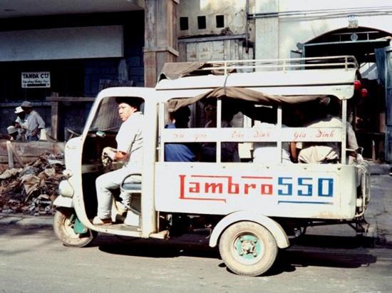 """Xe chở khách """"Lambro 550"""" ở Sài Gòn."""