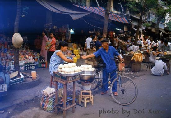 Khu chợ cũ đường Hàm Nghi, 1989.