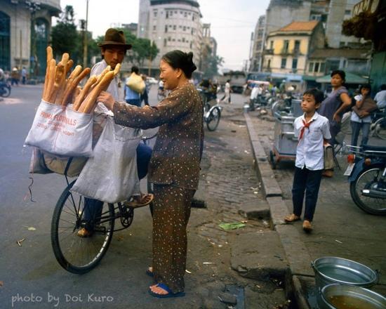 Gần ngã tư Hồ Tùng Mậu - Hàm Nghi, 1989.