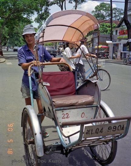 Người đạp xích lô, 1990.