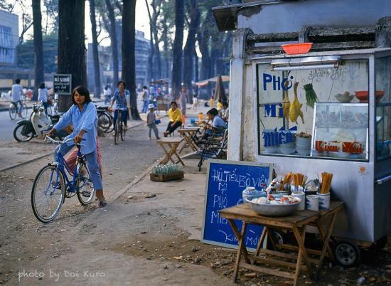 Quán ăn vỉa hè, 1990.
