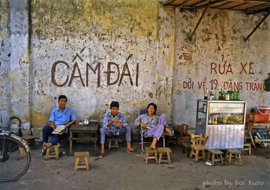 """Quán cà phê """"CẤM ĐÁI"""", 1990."""
