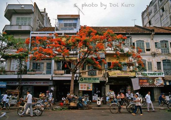 Đường Phan Bội Châu, phía cửa Đông chợ Bến Thành, 1990.